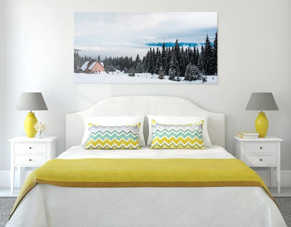 Kép faház faház hóval borított fenyők mellett