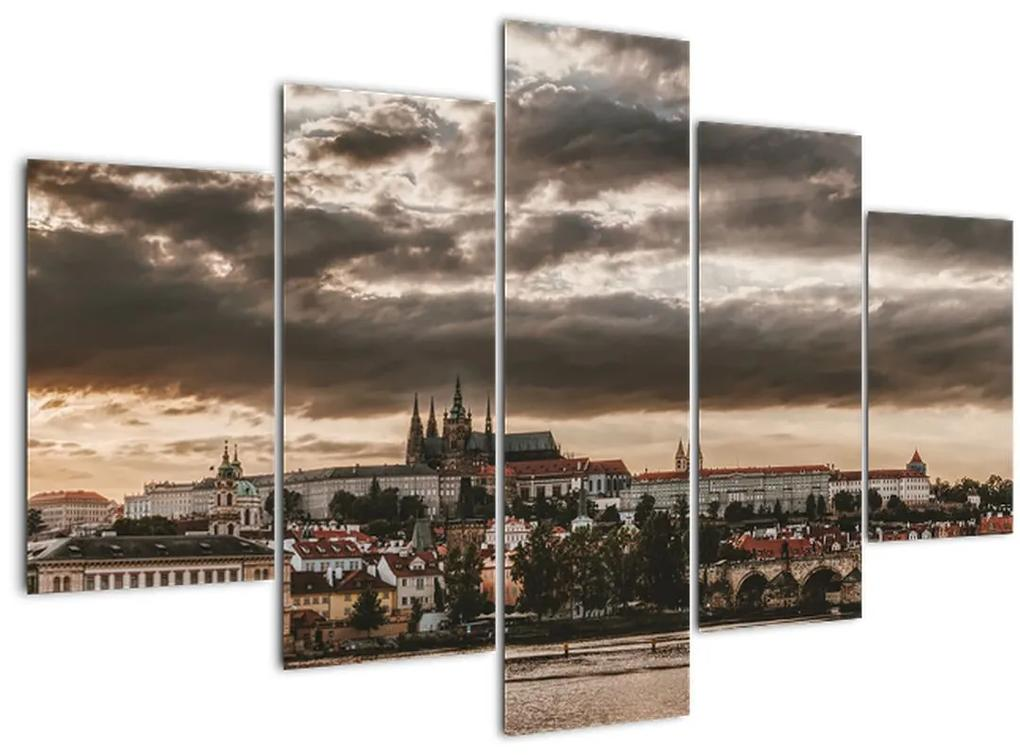 Kép - felhős Prága (150x105 cm)