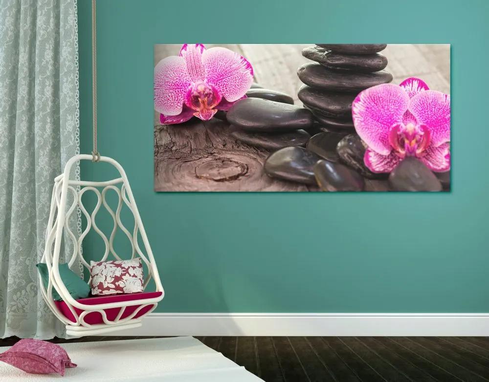 Kép orchidea és zen kövek fa háttéren