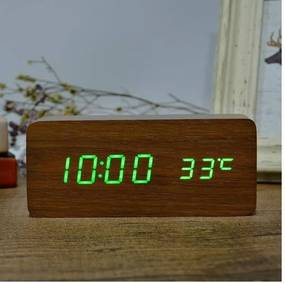 Fa hatású digitális ébresztőóra hőmérővel, zöld számokkal - sötétbarna