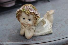 Krémszínű fekvő angyalszobor fejpánttal 8 cm