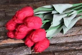 Piros mű bimbózó tulipán levelekkel 65cm